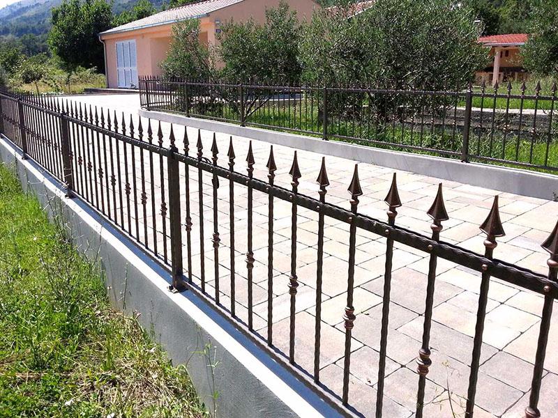 kovane ograde na dvorista_bravar_mont
