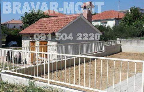 Bravar-Mont-398 jednostavne kapije ograde