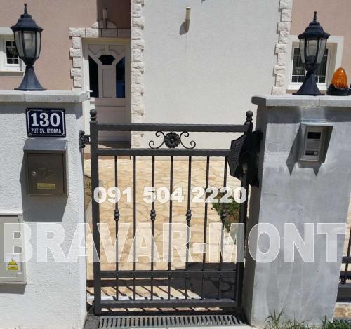 Bravar-Mont-078 kovane pjesacke kapije vrata