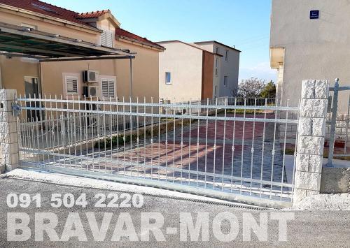 Bravar-Mont-032 kovane velike kapije
