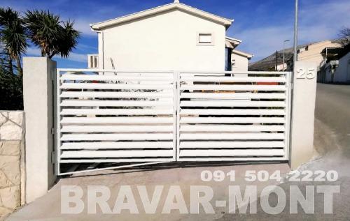 Bravar-Mont-420 moderne kapije i ograde